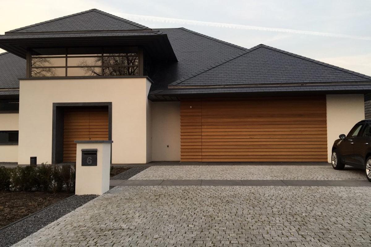 houten-voordeur-en-garagedeur-in-dezelfde-stijl-2