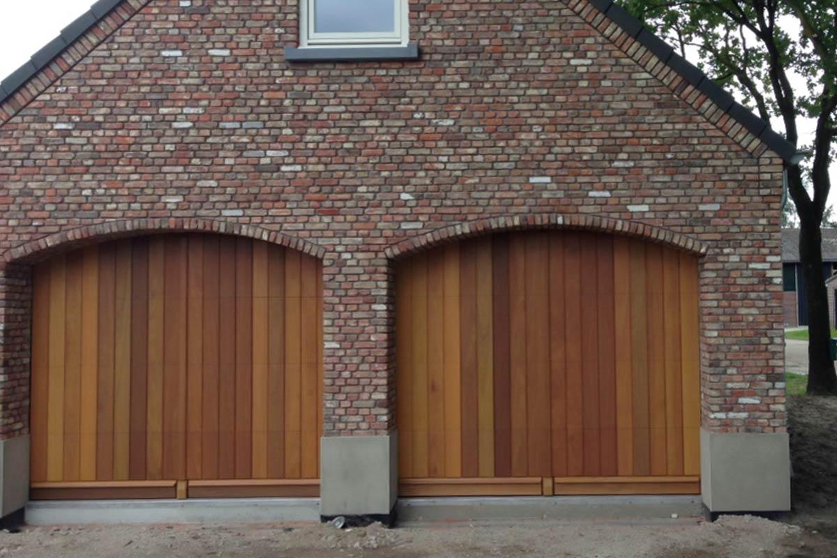 houten-sectionaal-deuren-verticaal-en-voordeur-3