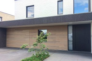 Afrormosia houten garagepoort
