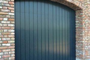 Twee-houten-verticale-sectionaaldeuren-4