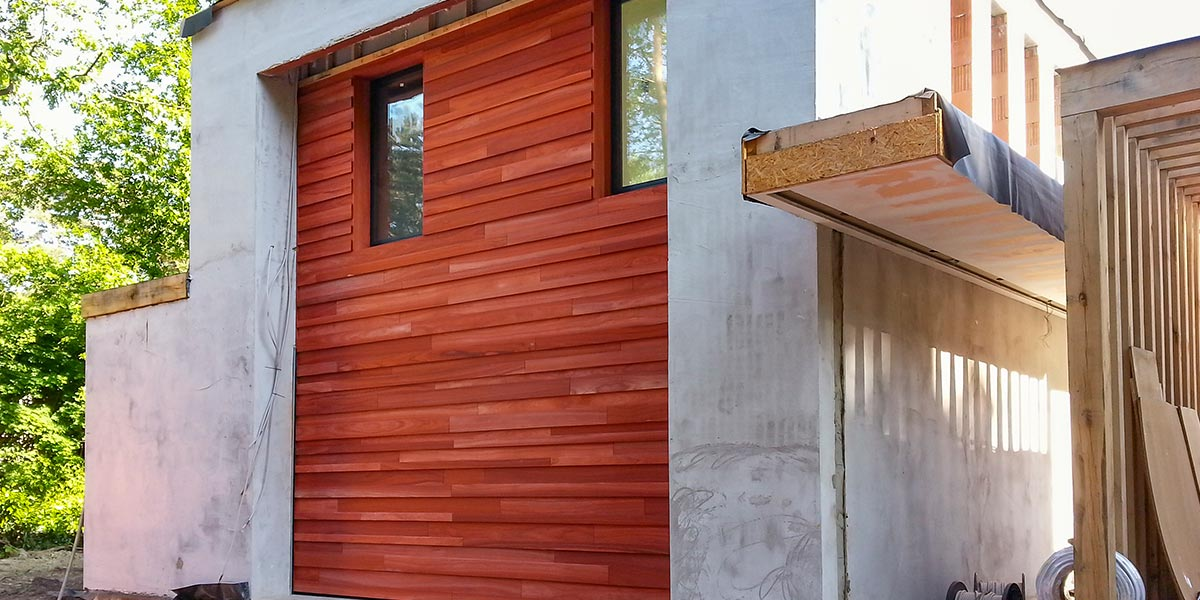 padoek-hout-garagedeur-gevel