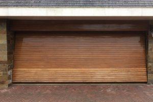 Houten-sectionaaldeur-Meranti