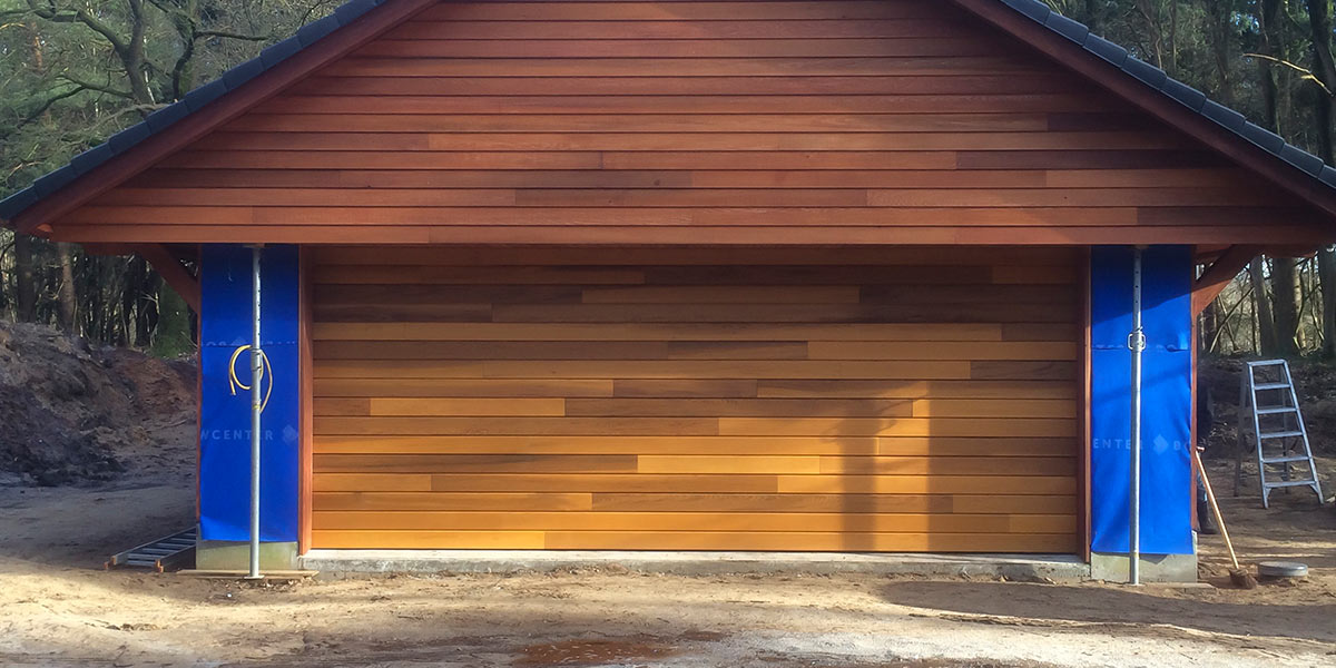 elektrische houten garagedeur