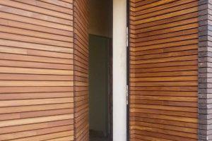 Free-Willy-Afrormosia-houten-sectionaaldeur-4