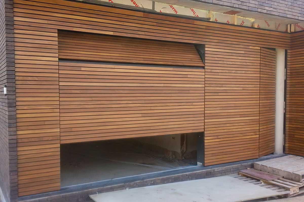 Free-Willy-Afrormosia-houten-sectionaaldeur-5