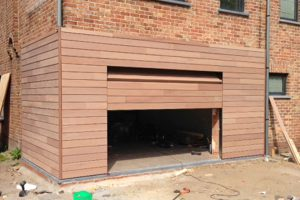 houten-sectionaalpoorten-met-gevelbekleding-meranti-loppem
