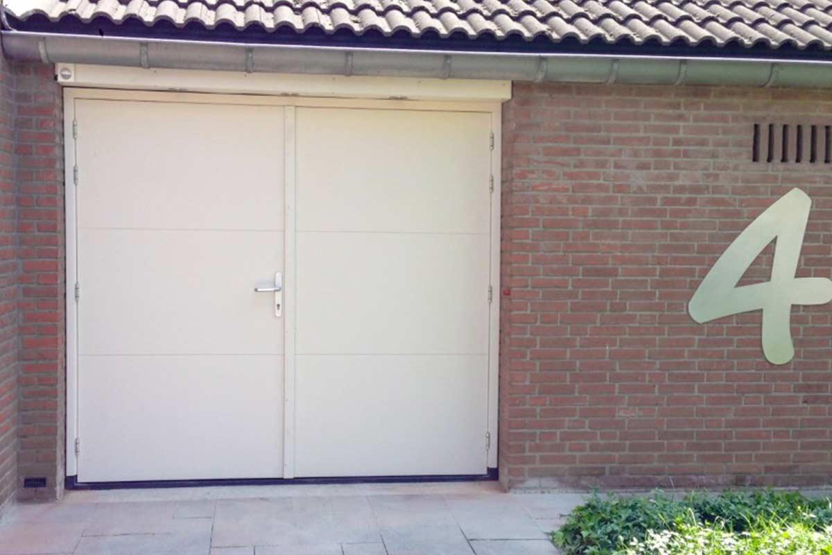 openslaande-garagedeur-hout-maas-2