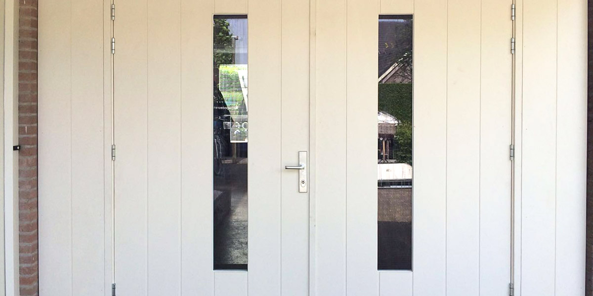 https://garagedeuren.s3.amazonaws.com/20180924135710/houten-openslaande-garagedeur-hattem-2.jpg