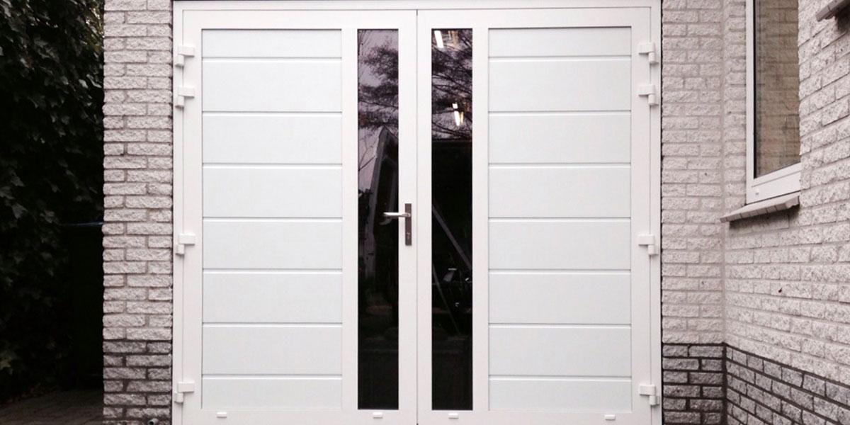 https://garagedeuren.s3.amazonaws.com/20181004110735/Openslaande-deuren-met-verticaal-glas.jpg