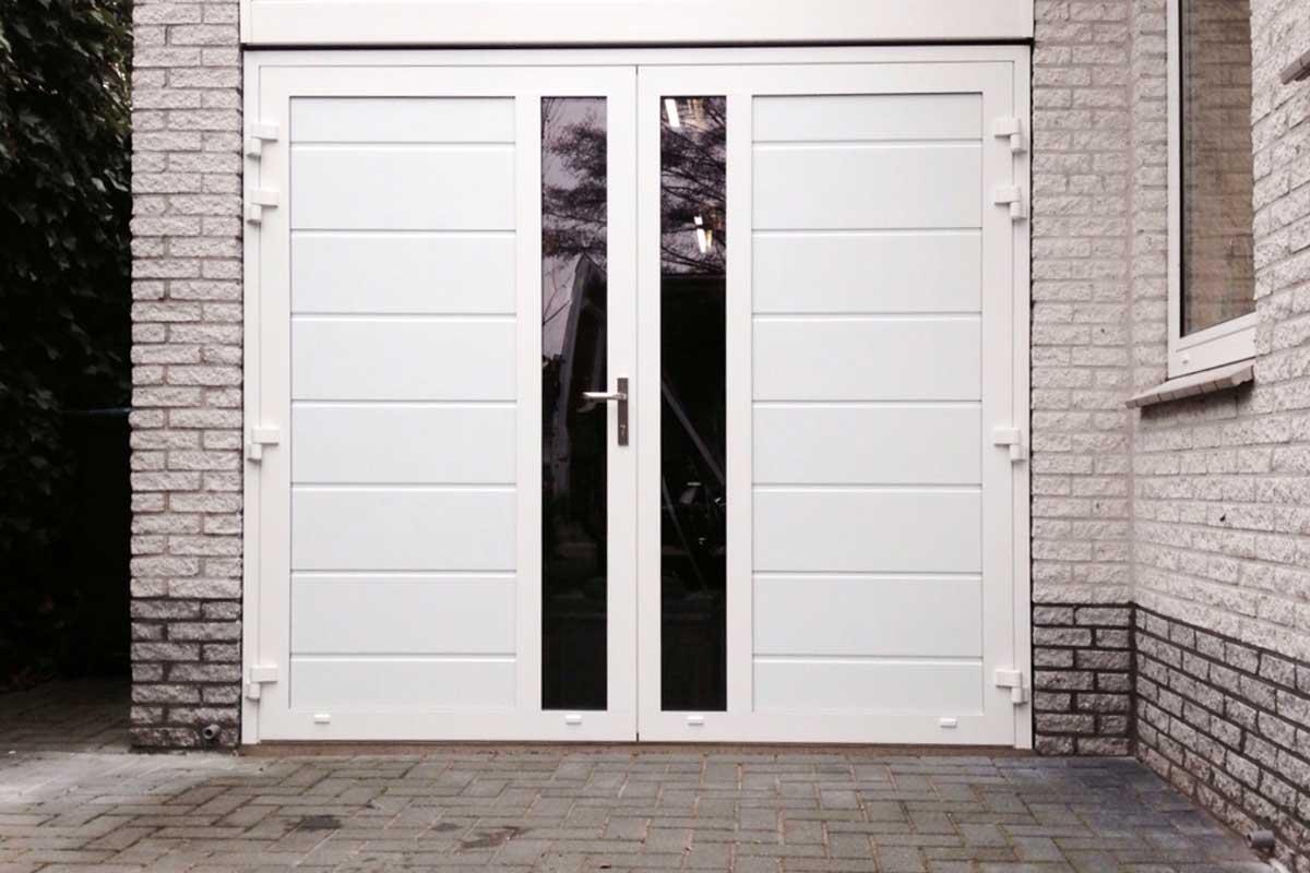 Openslaande-deuren-met-verticaal-glas-wit