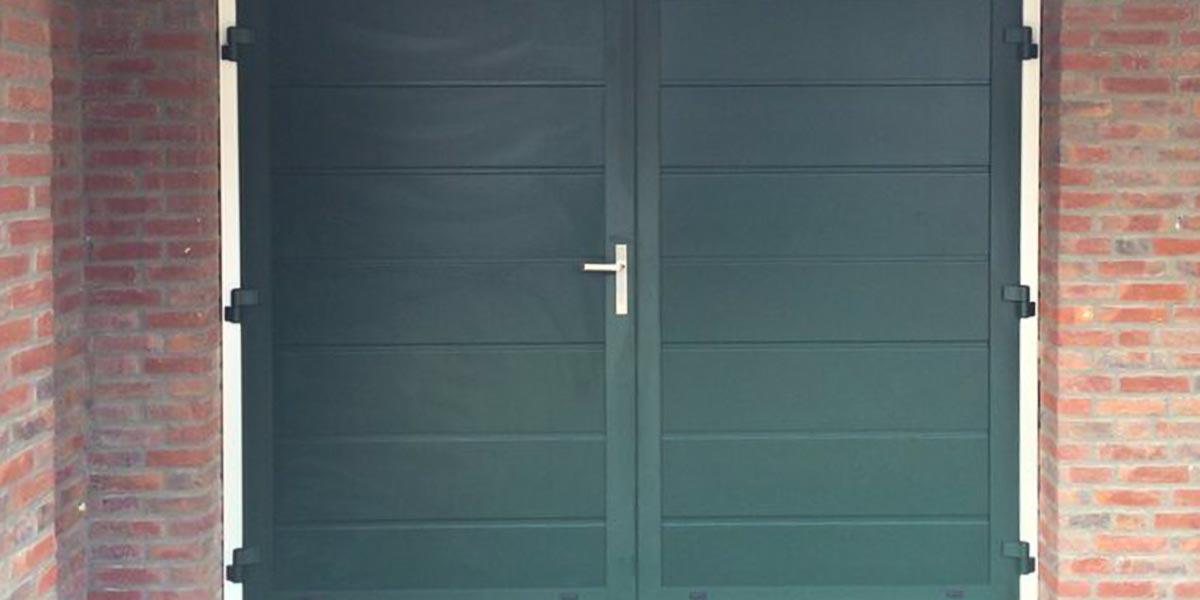 https://garagedeuren.s3.amazonaws.com/20181004113138/openslaande-deuren-groen-horizontale-panelen1.jpg
