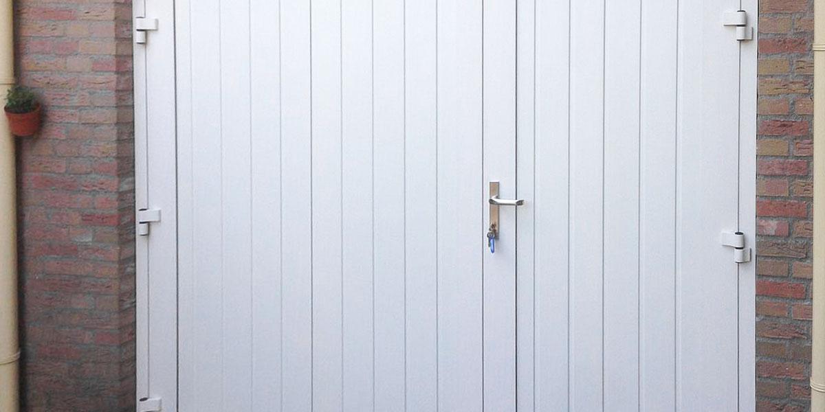 https://garagedeuren.s3.amazonaws.com/20181004114420/asymmetrische-openslaande-deuren-malden1.jpg