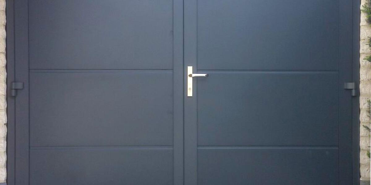 https://garagedeuren.s3.amazonaws.com/20181004120018/openslaande-deuren-vlak-glad-structuurlak1.jpg