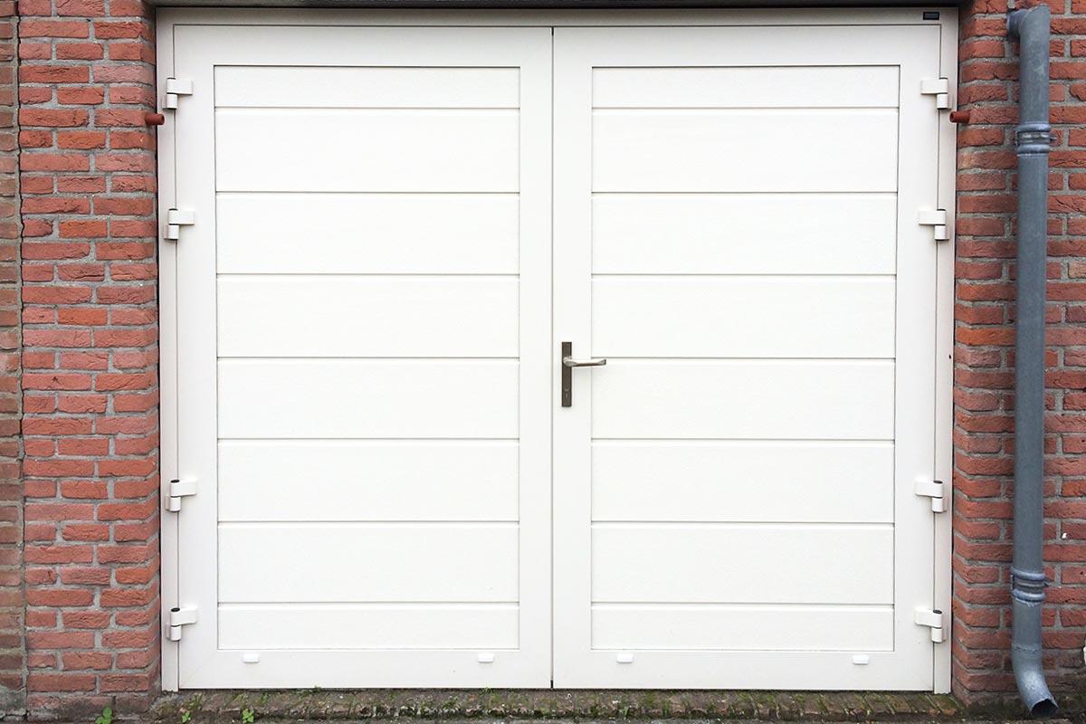 openslaande-deur-wit-midden-profilering-glad1