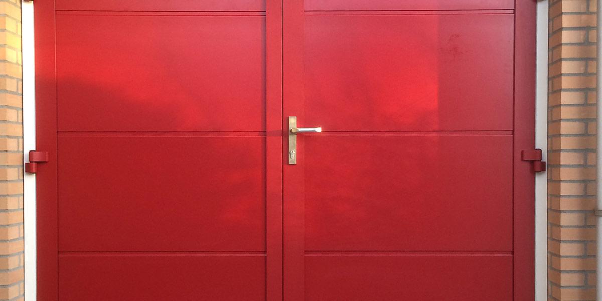 https://garagedeuren.s3.amazonaws.com/20181005144644/openslaande-garagedeuren-onderhoudsvrij-ral-kleur-naar-keuze.jpg
