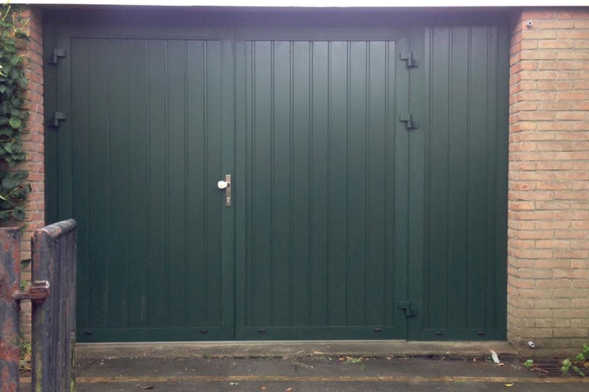 Groene garagedeur