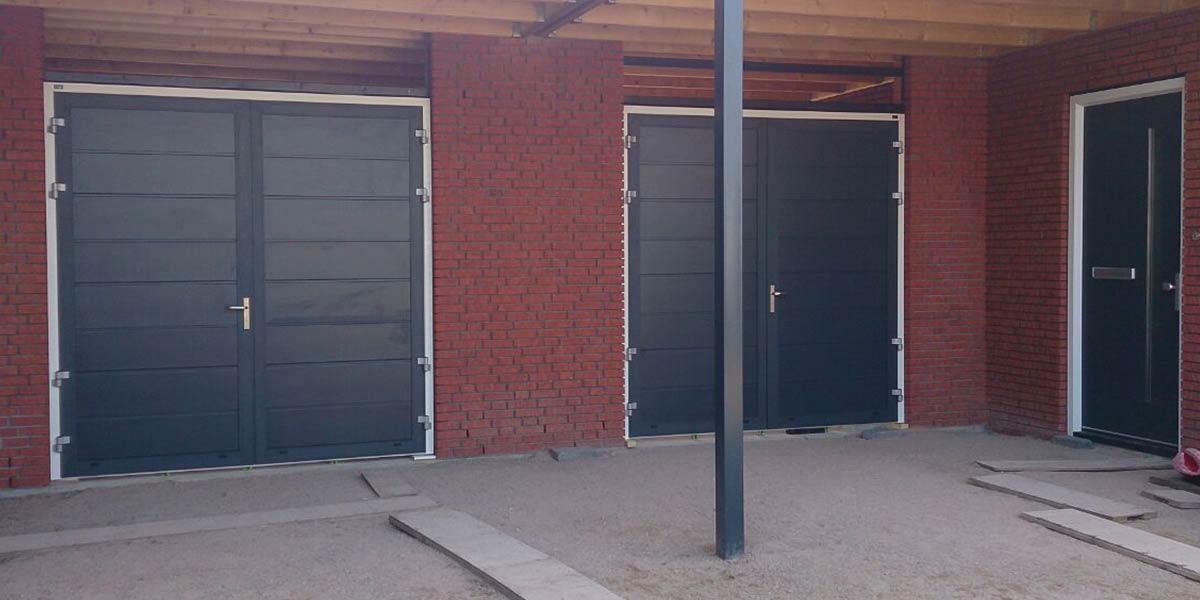 https://garagedeuren.s3.amazonaws.com/20181011105056/Openslaande-deur-midden-houtnerf-buren-blauw.jpg