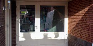 Openslaande garagedeuren met glas