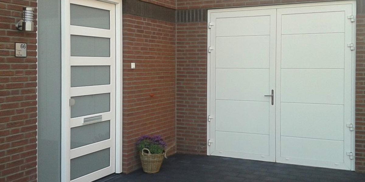 https://garagedeuren.s3.amazonaws.com/20181011143526/openslaande-garagedeuren-vlak-glad-RAL-9010-gastel-2.jpg