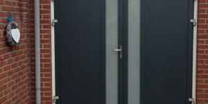 Openslaande deur met verticaal glas