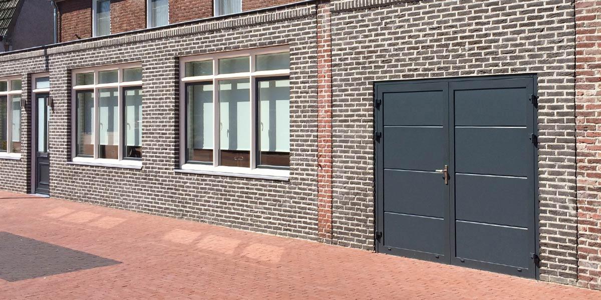 https://garagedeuren.s3.amazonaws.com/20181011143627/Openslaande-deuren-vlak-glad-grijs.jpg