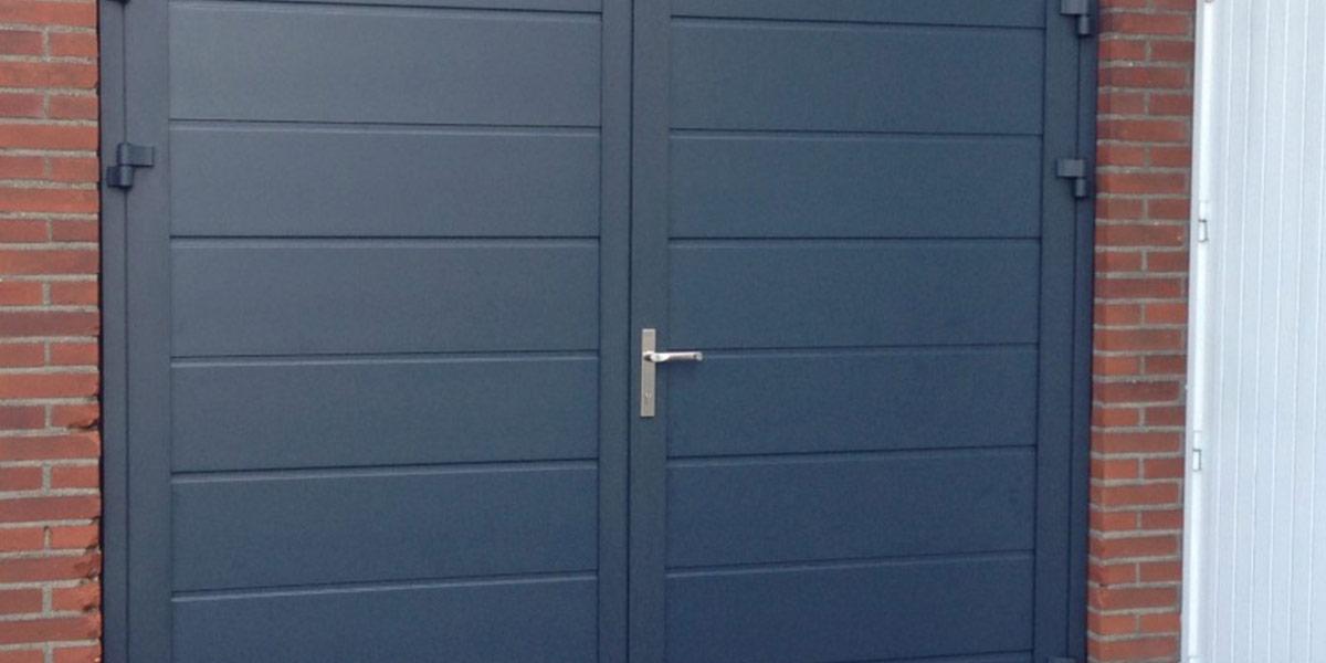 https://garagedeuren.s3.amazonaws.com/20181011152052/openslaande-deuren-RAL-7016-beslag-2.jpg