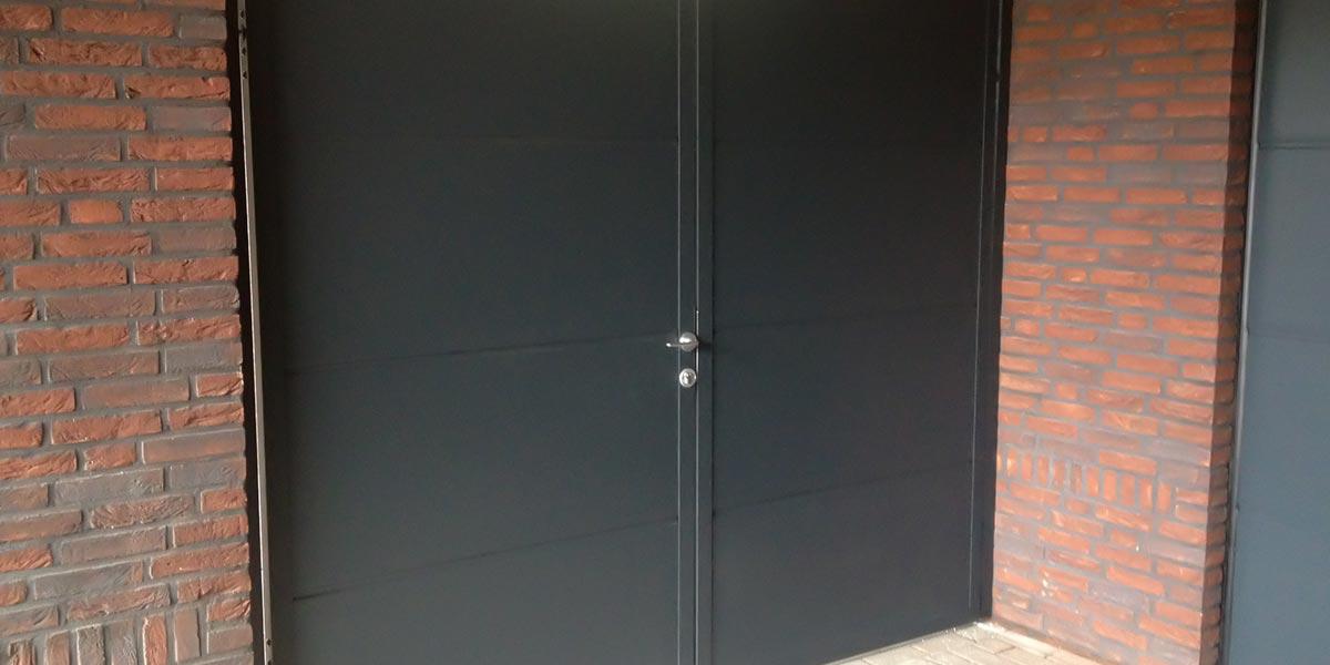 Openslaande poort in Budel