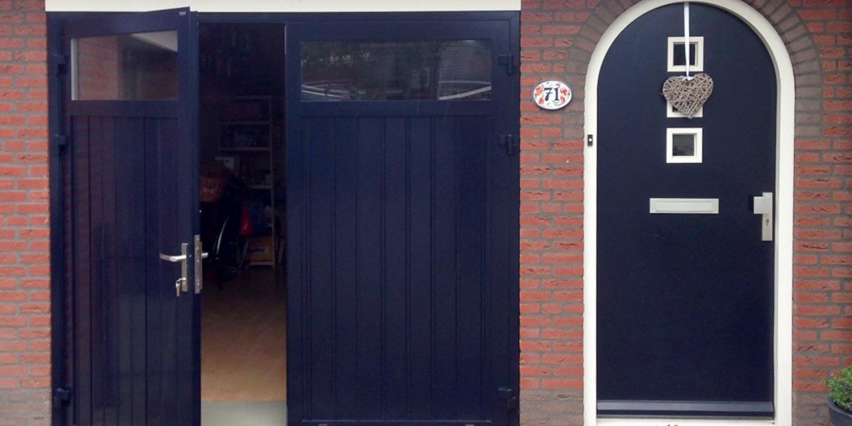 https://garagedeuren.s3.amazonaws.com/20181012111347/openslaande-deur-verticaal-glad-RAL-5004.jpg
