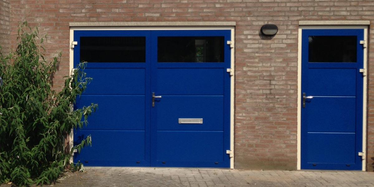 https://garagedeuren.s3.amazonaws.com/20181012114736/Openslaande-deur-loopdeur-RAL-5010.jpg