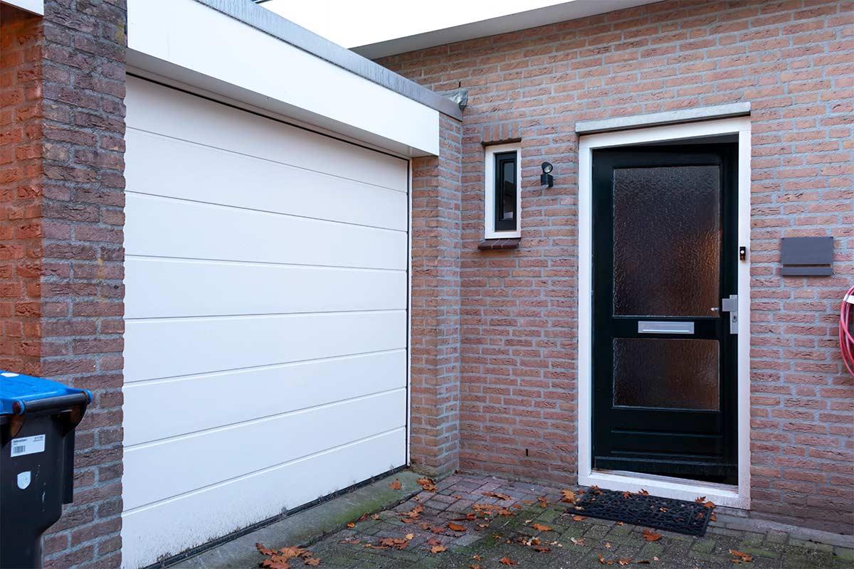 Oude garage- en voordeur