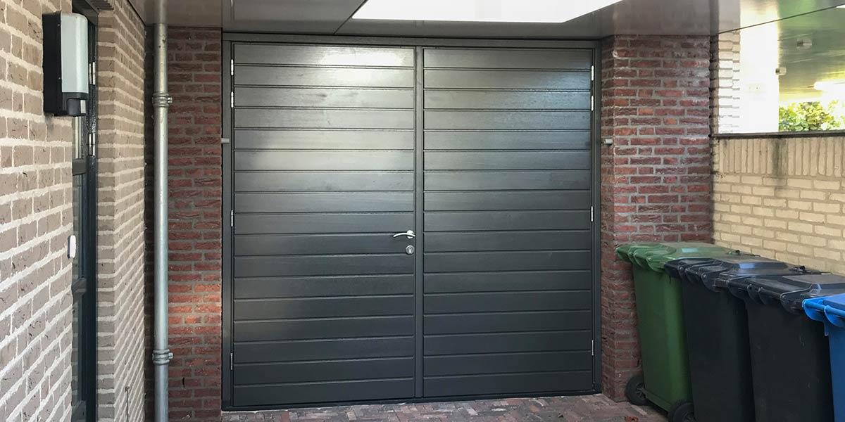 Houten-openslaande-garagedeur-horizontaal