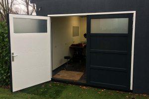 Moderne houten garagedeur