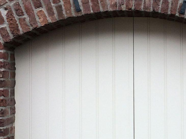 getoogde openslaande garagedeur wit