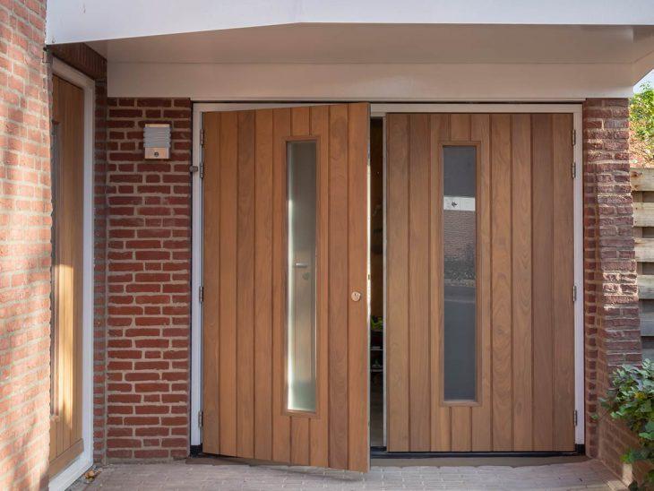 openslaande garagedeur afrormosia hout