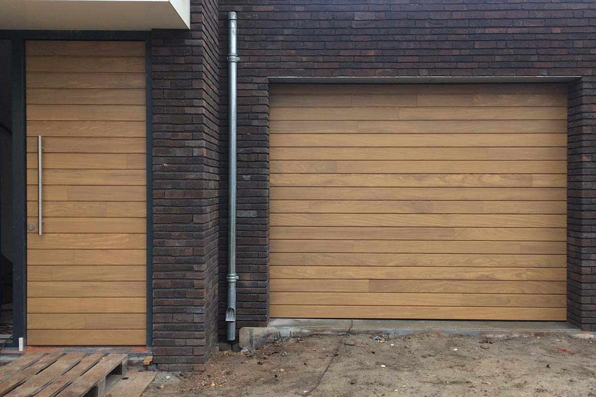 houten-sectionaaldeur-en-voordeur
