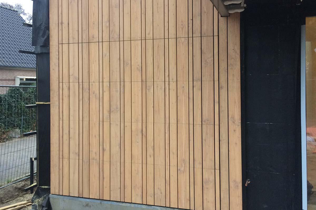 houten-sectionaaldeur-in-de-gevel-verschillende-breedtes