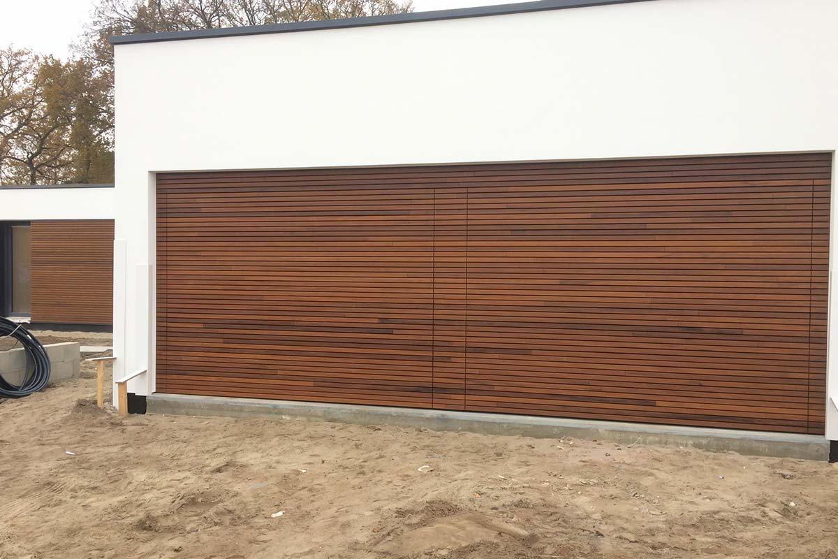 houten-sectionaaldeur-in-gevel-gevelkleding1