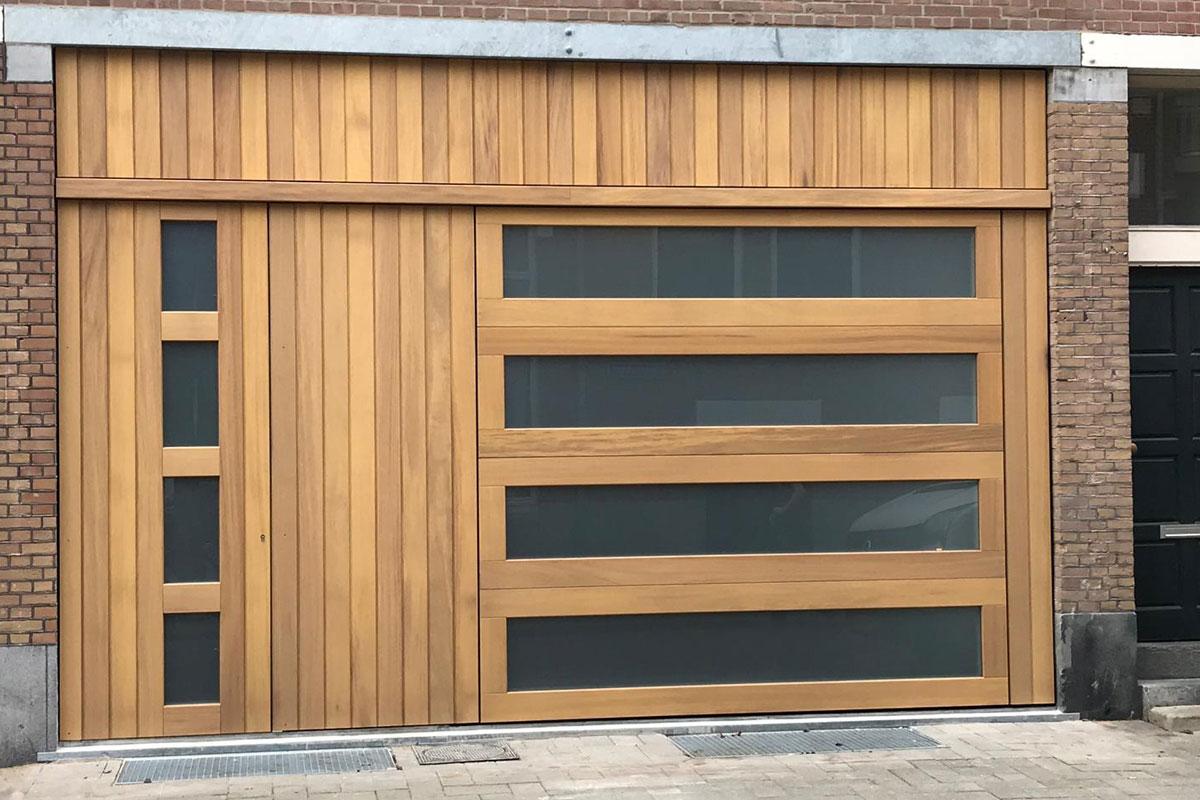 iroko houten sectionaaldeur en voordeur met glas