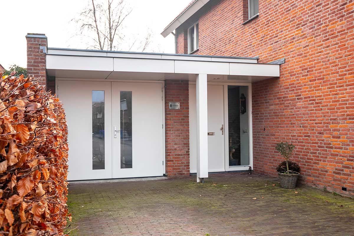 houten-openslaande-garagedeur-met-glas-wit1