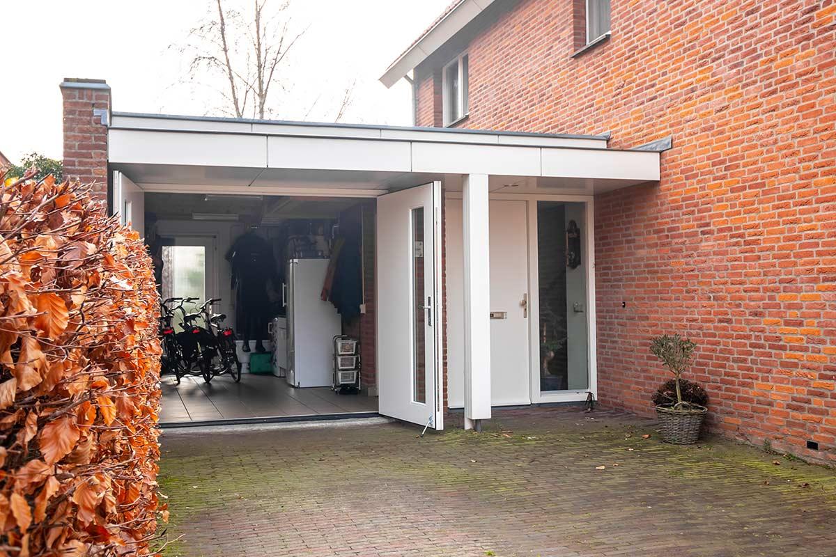 houten-openslaande-garagedeur-met-glas-wit-21