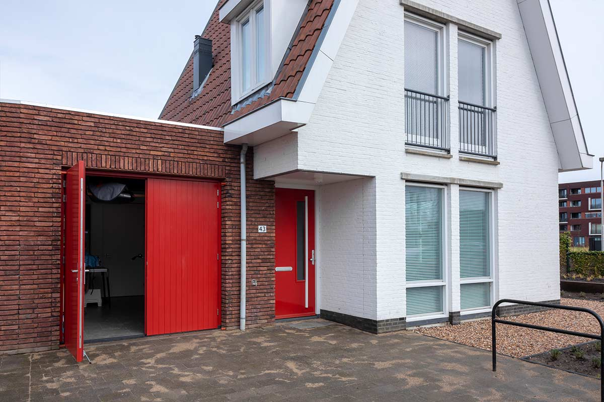 houten-dubbele-deur-modern-rood