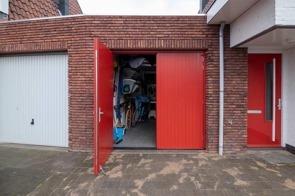 verticale-openslaande-garagedeur-2