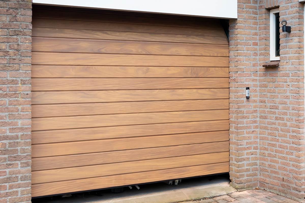 elektrische-sectionaaldeur-hout-2