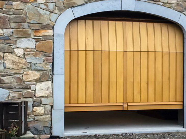 eiken verticale garagepoort