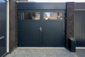 donkere-openslaande-garagedeur