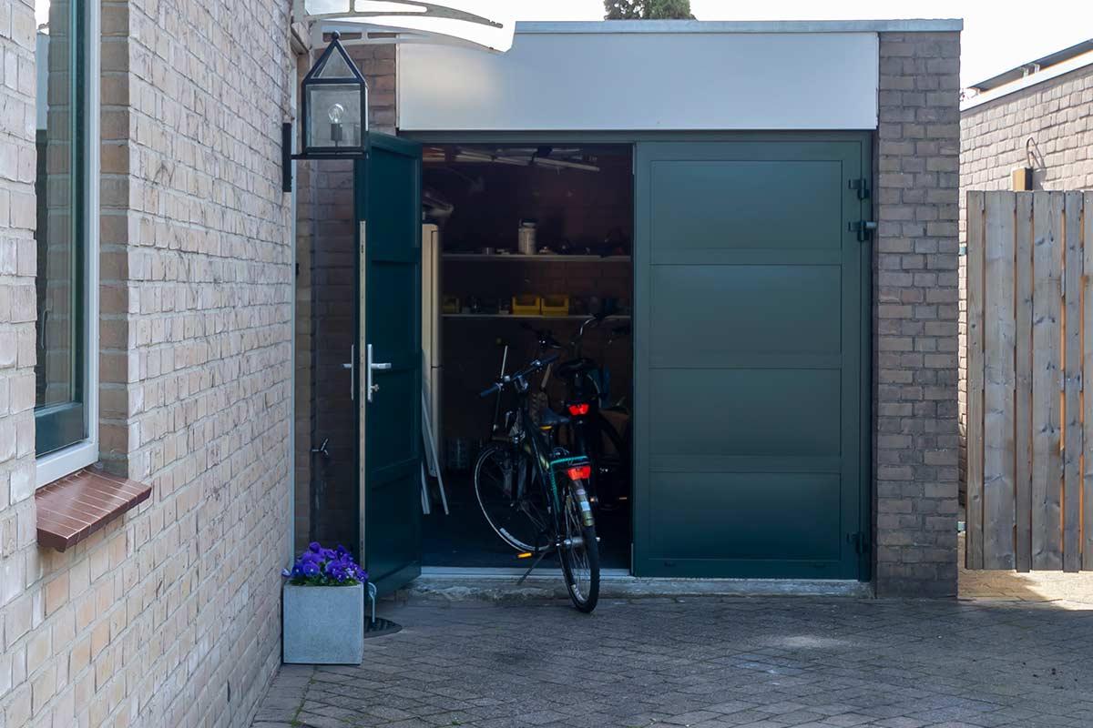 Groene-openslaande-garagedeur-makkelijk