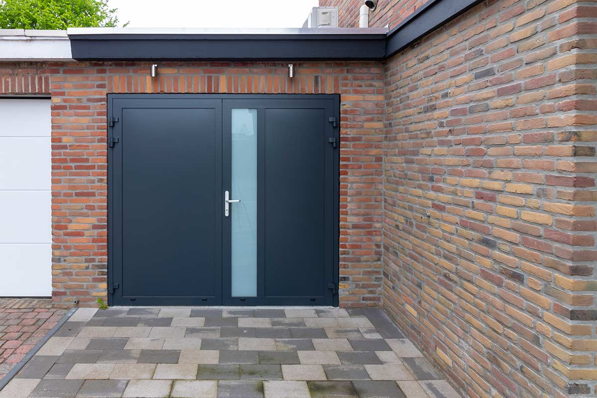 openslaande-garagedeur-ral-7016