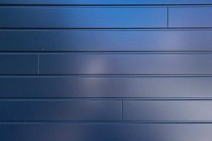 Houten-sectionaaldeur-met-wildverband-stuiknaden-2