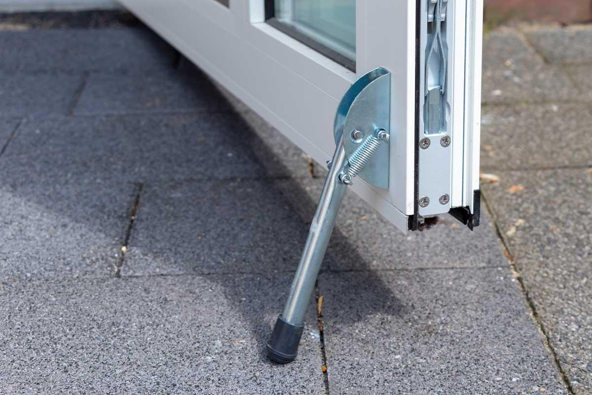 witte-openslaande-garagedeuren-verticaal-melkglas_0003