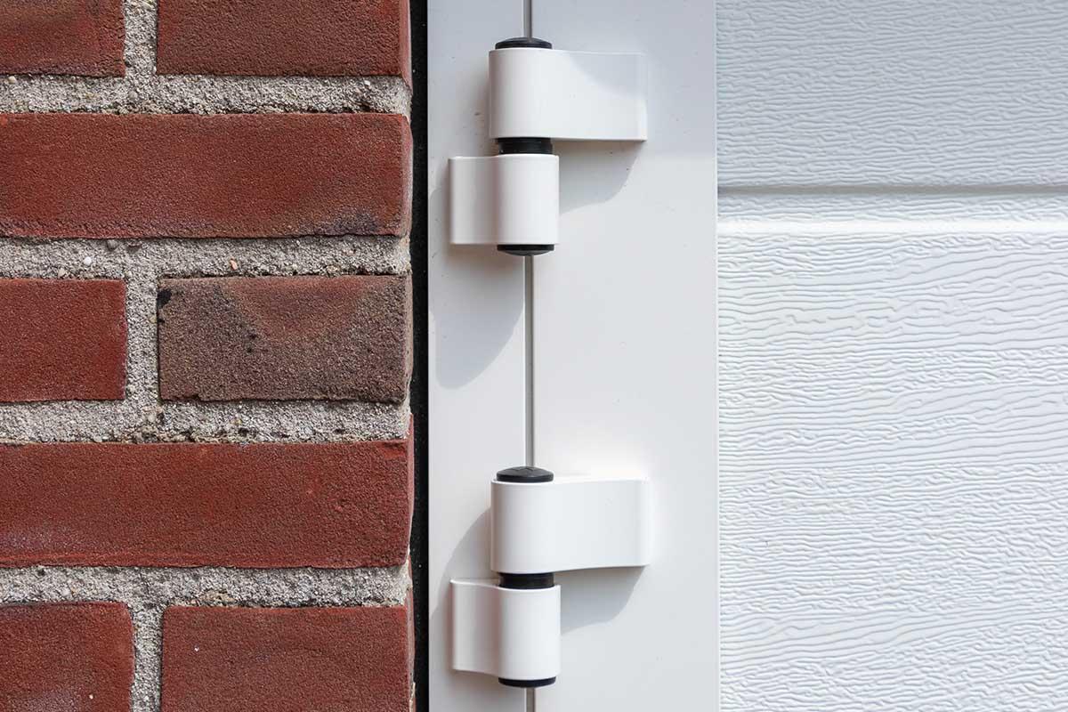 witte-openslaande-garagedeuren-verticaal-melkglas_0004